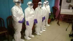 Estos-son-los-trajes-que-utilizarà-el-personal-de-salud-que-atienda-a-casos-de-posible-Ebola.-1024x575