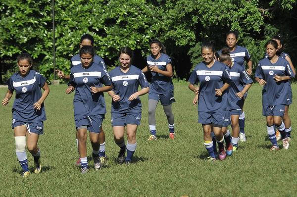 Seleccion Nicaragua gana a dominicana en futbol femenino