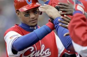 Cinco peloteros cubanos fichan con clubes de la liga japonesa