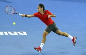 Federer y Sharapova avanzan en Brisbane