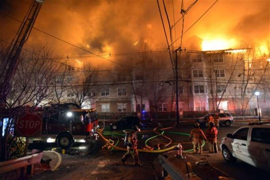 Feroz incendio arrasa con apartamentos en Nueva Jersey | ((( La Nueva ...