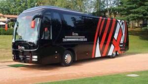 Milan vende su autobús por situación económica