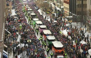 Miles desafían al frío para festejar con los Patriots