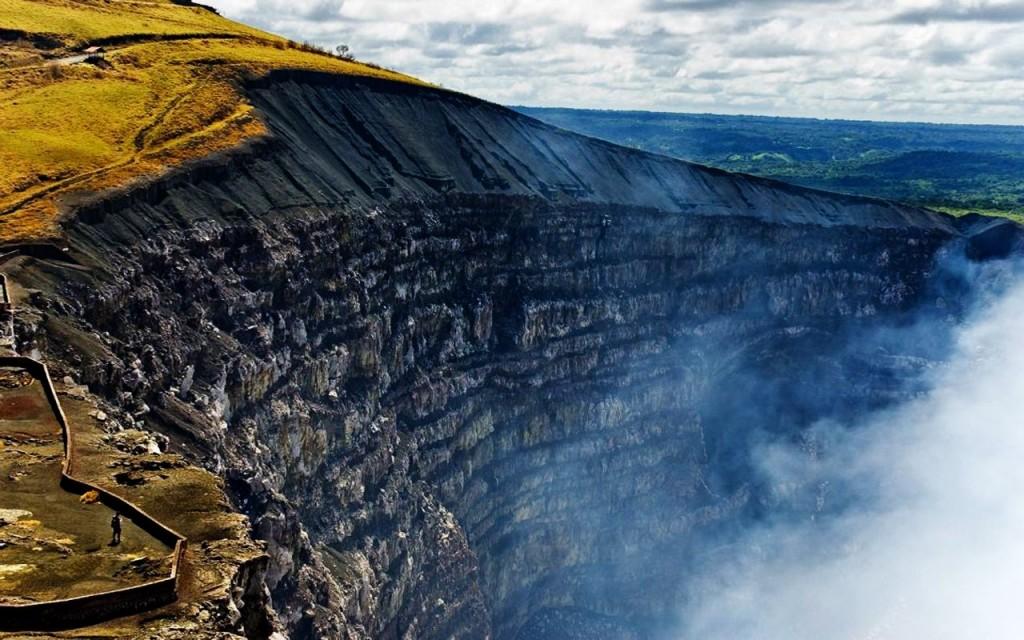 Crater_del_Volcan_Masaya_Nicaragua..