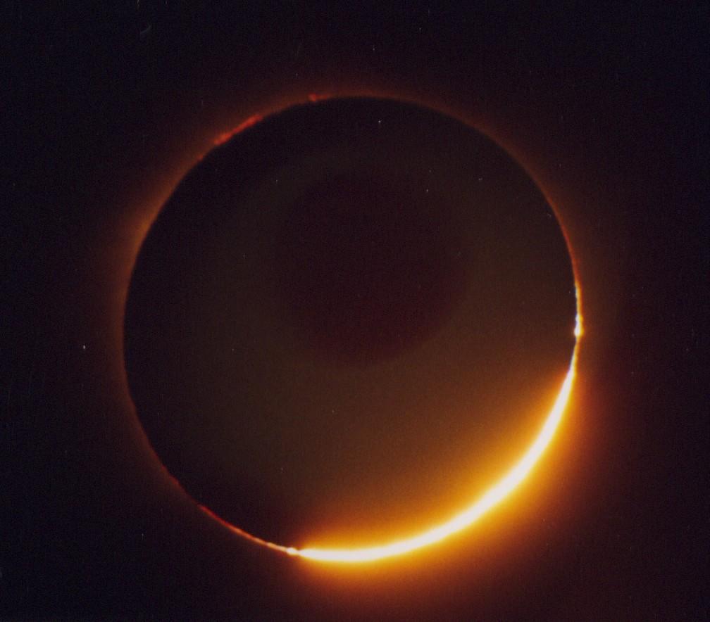 El-Sol-como-si-fuese-un-anillo