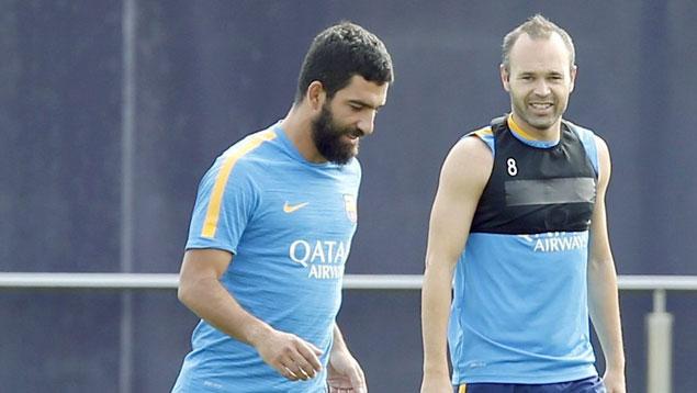 Arda Turan se lesionó en el entrenamiento con el Barcelona