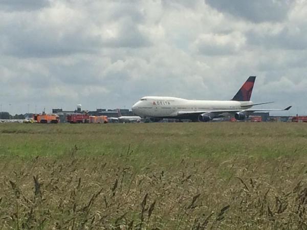 Avión aterriza de emergencia en Irlanda