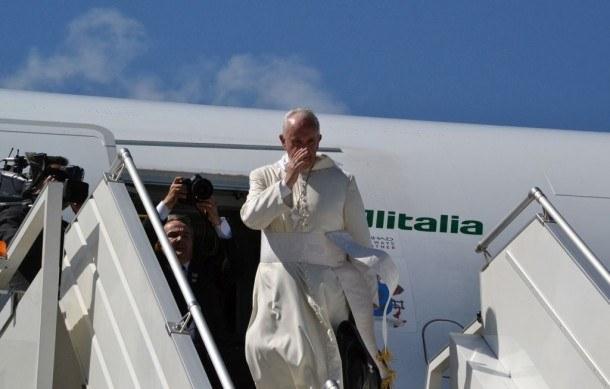 El Papa Francisco arribó a Paraguay