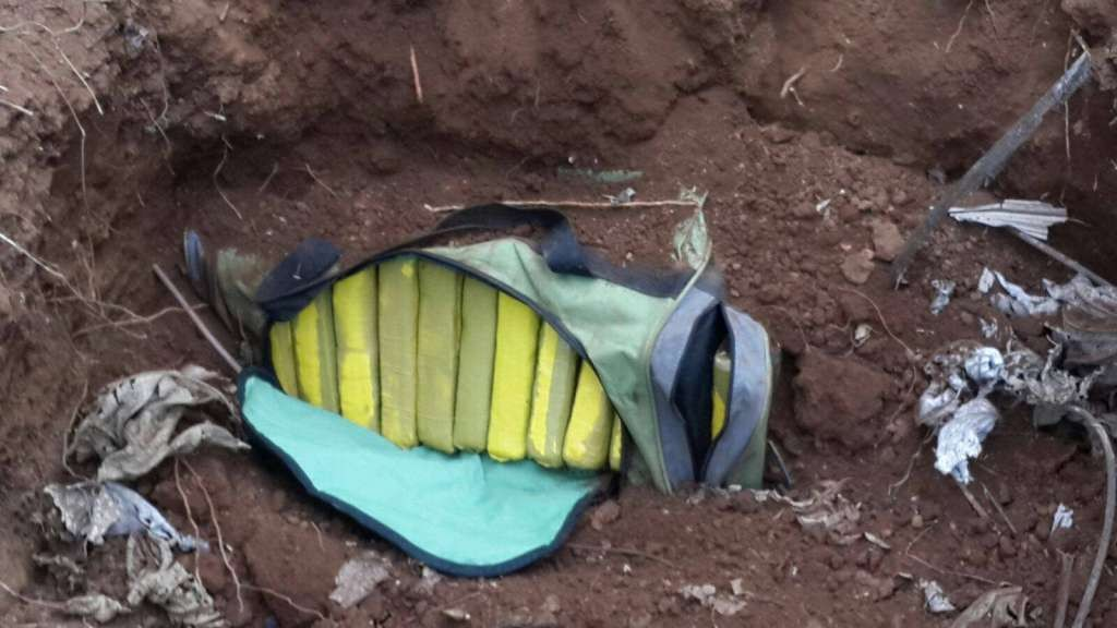 Hallan 103 kilos de cocaína en pista tica donde despego avión hallado en cañaveral chinandegano (1)