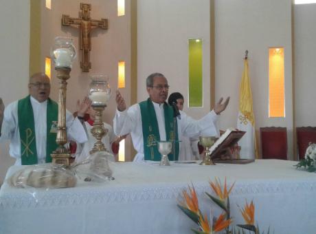Padre Toñito Castro cumple 45 años de ordenación sacerdotal