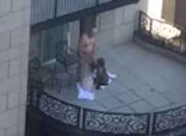 Graban a hombre teniendo sexo en un balcón de un hotel estadounidense