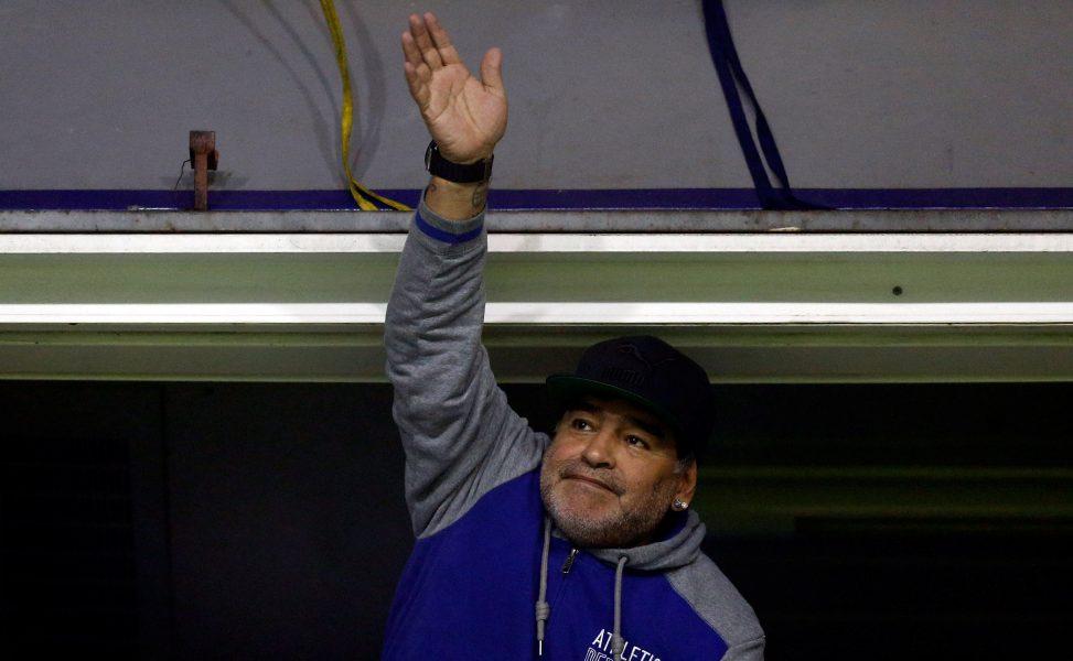 Maradona se ofrece para dirigir la selección de Argentina gratis