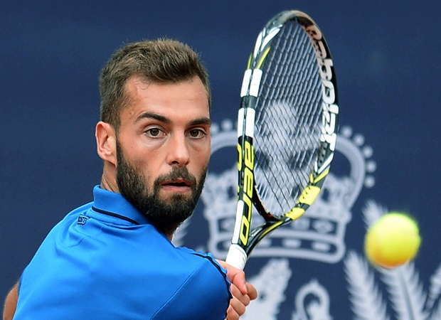 epa04863810 Benoit Paire of France in action during his first round match against Philipp Kohlschreiber of Germany at the ATP tennis tournament in Hamburg, Germany, 28 July 2015.  EPA/Daniel Bockwoldt (MaxPPP TagID: epalive764574.jpg) [Photo via MaxPPP]