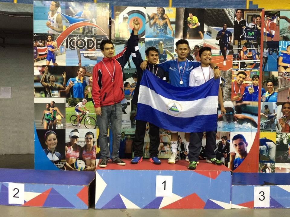 Kevin López con medalla en Centroamericano de Esgrima