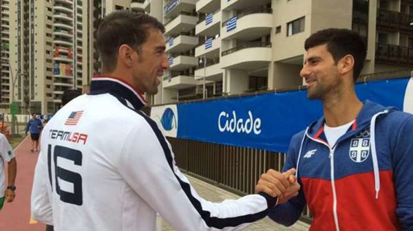 Michael Phelps se encontró con Novak Djokovic en la Villa Olímpica