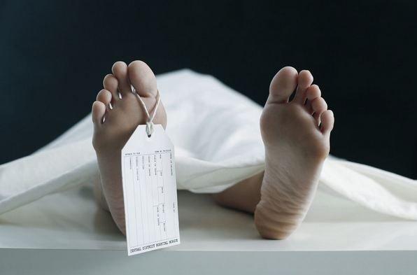 borracho-se-queda-dormido-en-la-calle-y-amanece-en-jpg_700x0