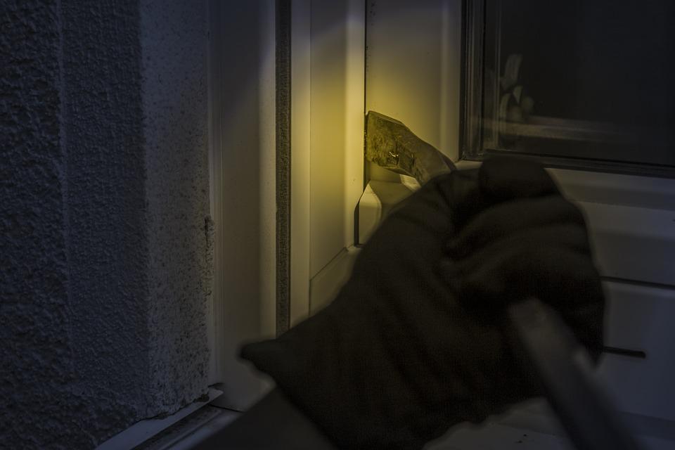burglar-1678883_960_720