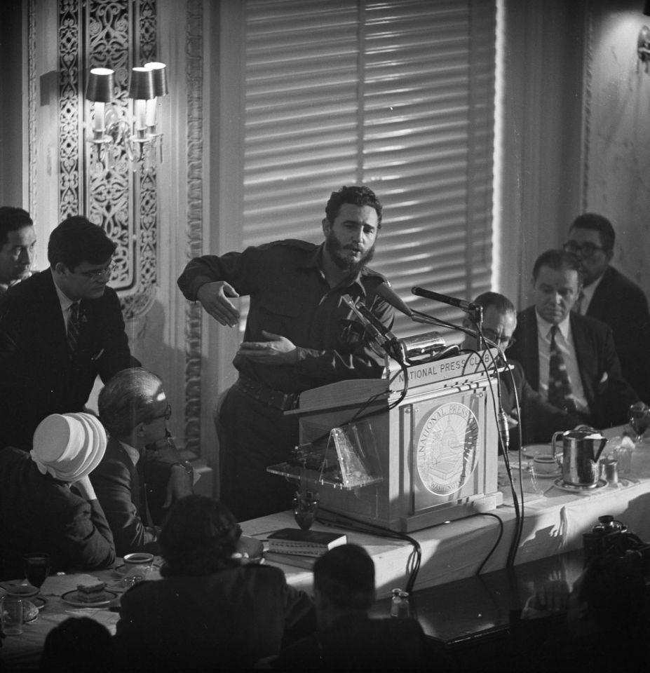 20 de abril de 1959, el líder cubano Fidel Castro habla durante un almuerzo del National Press Club en Washington, D.C.