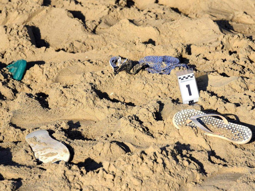 Violan entre 4 a una mujer en playa de Italia