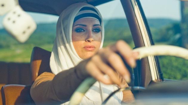 Ante presión internacional y activismo Arabia Saudita permitirá a las mujeres conducir