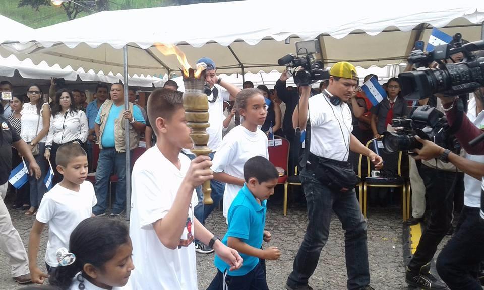Antorcha de la Libertad y la Unidad Centroamericana llega a suelo Leones