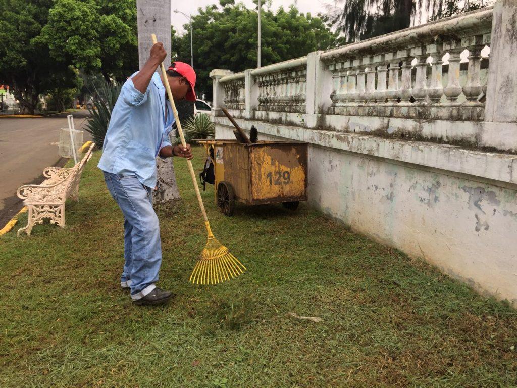 Limpian el Cementerio General