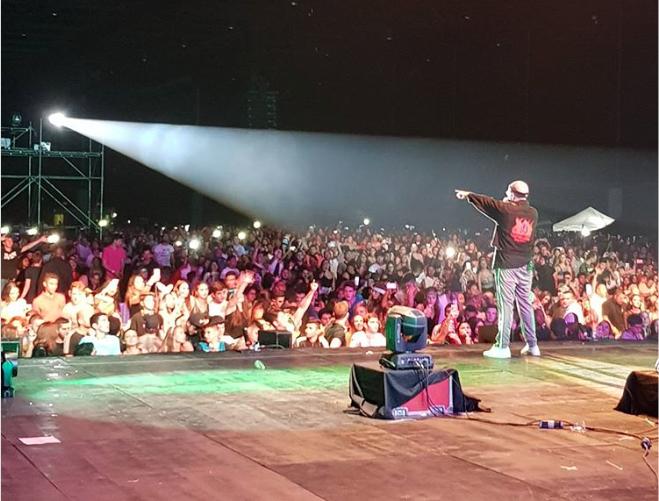 El rapero Bad Bunny sufrió una estrepitosa caída en Panamá