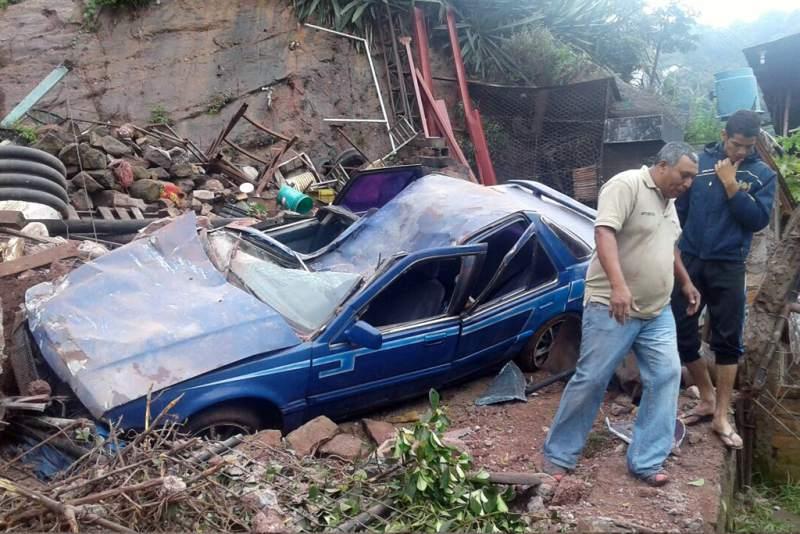 El vehículo quedó convertido en Chatarra. Foto de laprensa.hn