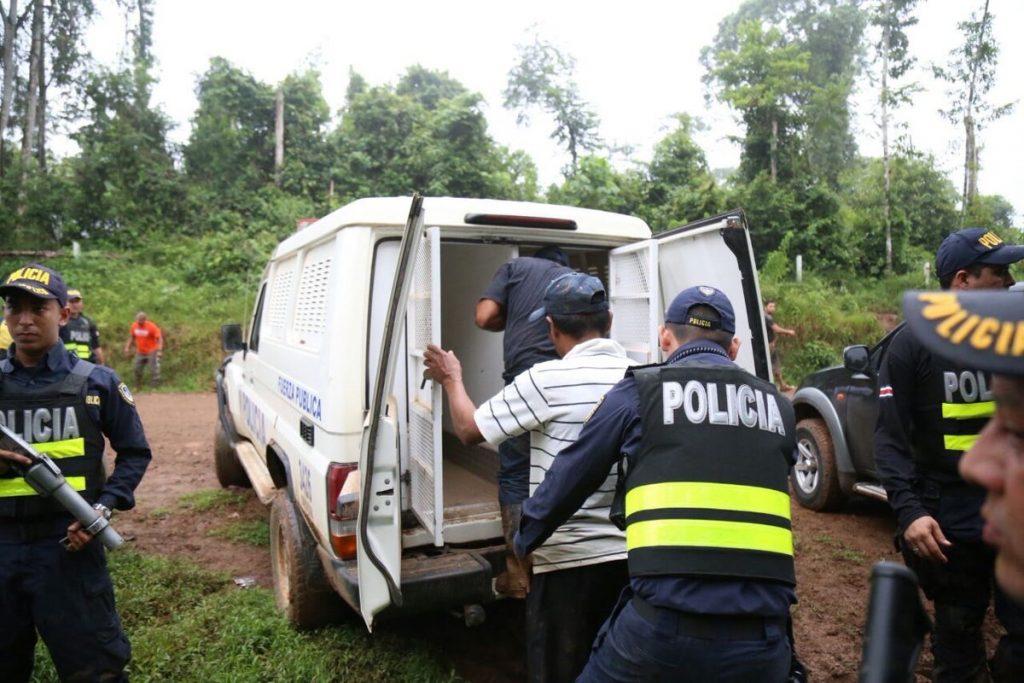 Fueron arrestados por estatus migratorio irregular