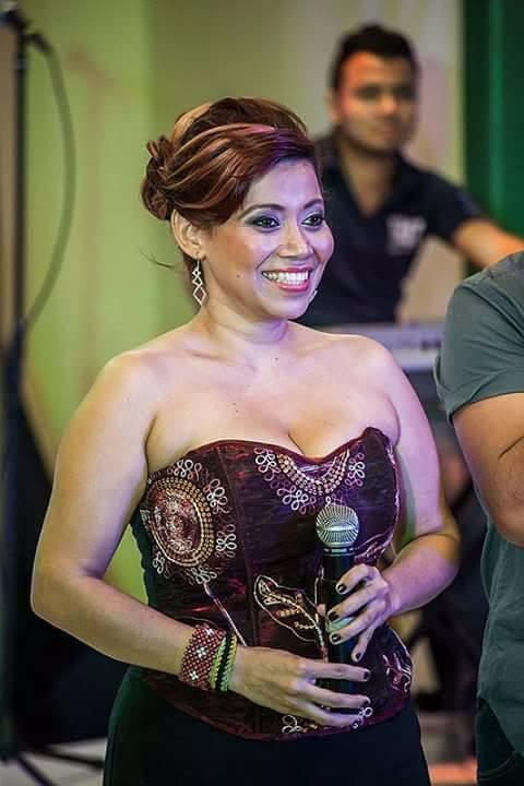 La cantante leonesa Rebeca Vanegas