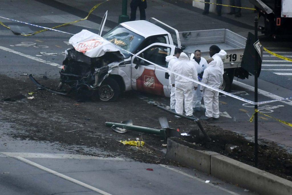 Así quedó la camioneta que conducía el terrorista en Manhattan