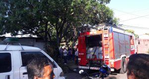 Se incendió un carro que tenían guardado en el garaje en Bello Horizonte