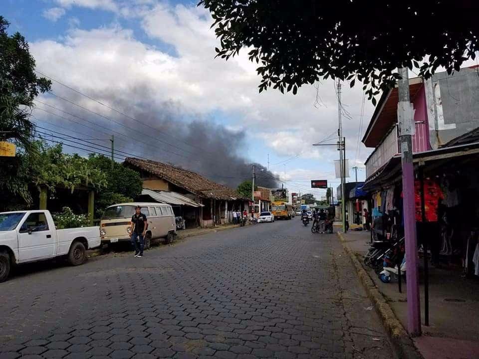 Incendio en una casa de 2 pisos en Rivas. Cortesía de Giovanni Cárdenas