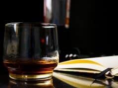 El Whisky se debe tomar puro y con moderación