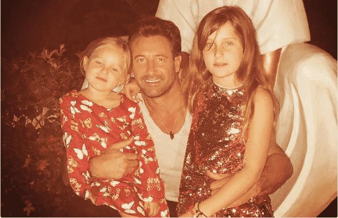 Gabriel Soto y sus dos hijas