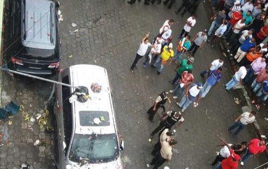 Rafael Correa fue retenido en una radio