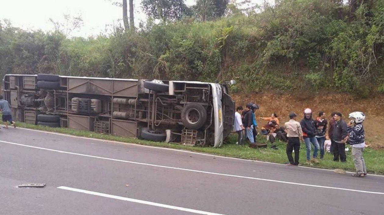 27 muertos deja accidente de bus en Indonesia
