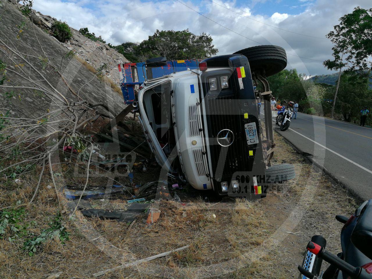El pesado vehículo sufrió fallas mecánicas derivando en el accidente