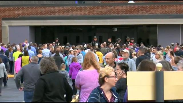 Decenas de padres llegaron a la escuela tras el incidente