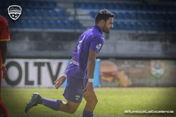 Juan Barrera anota su primer gol en Venezuela. Foto cortesía de club Metropolitanos FC