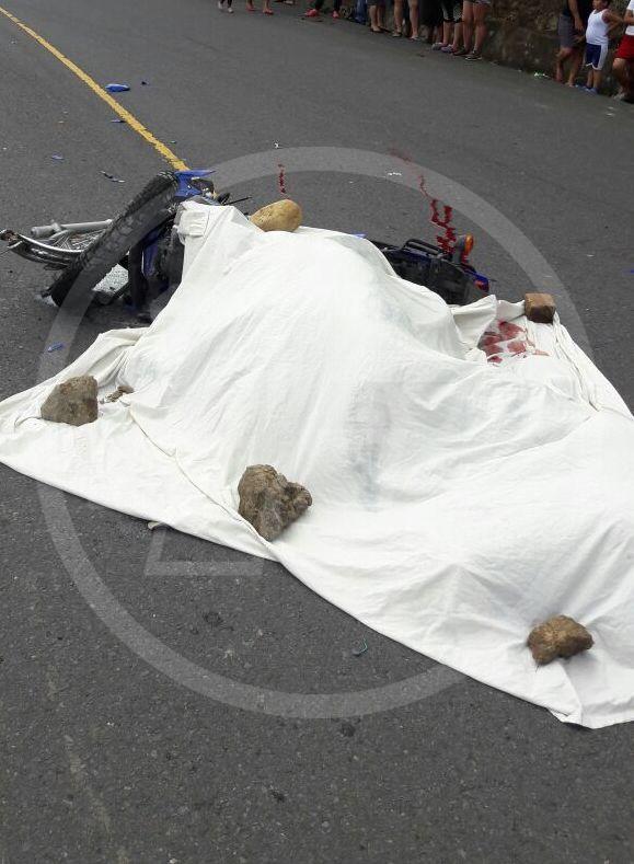 Mario Silva murió esta mañana al estrellar su moto contra un camión