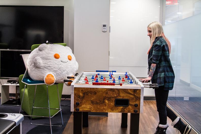 Las oficinas de Pornhub cuentan con una mesa de futbolito