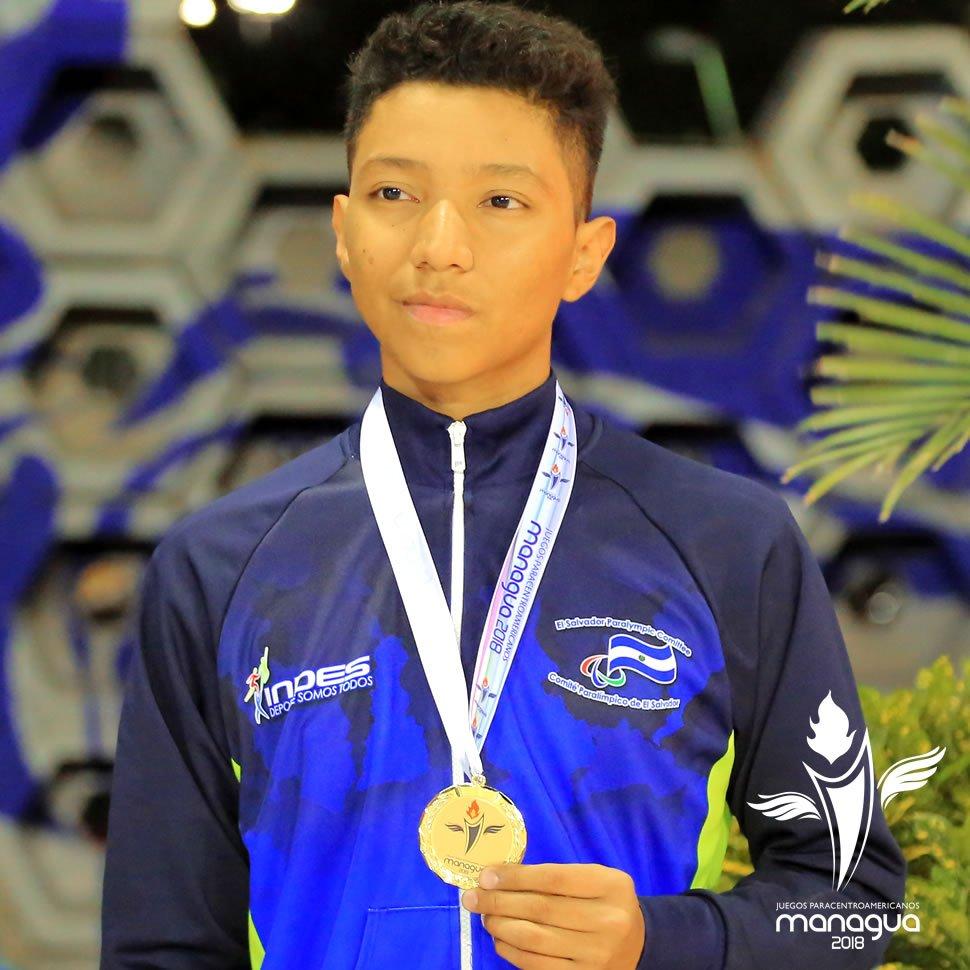 El nadador salvadoreño Fernando Fuentes