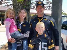 Kevin Sharp junto a su esposa Amy y sus hijos Starling y Adrianna