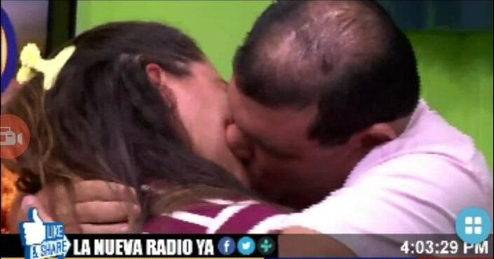 Beso Cristhian Medina y Milton Talavera