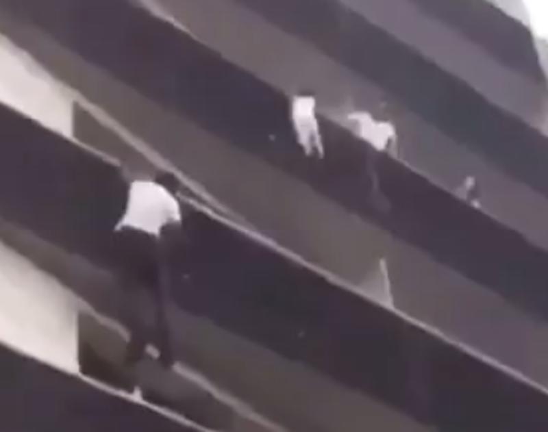 Mamoudou escaló cuatro pisos de un edificio para rescatar a un niño en París
