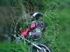 Un motociclista hasta el momento de identidad desconocida murió esta mañana