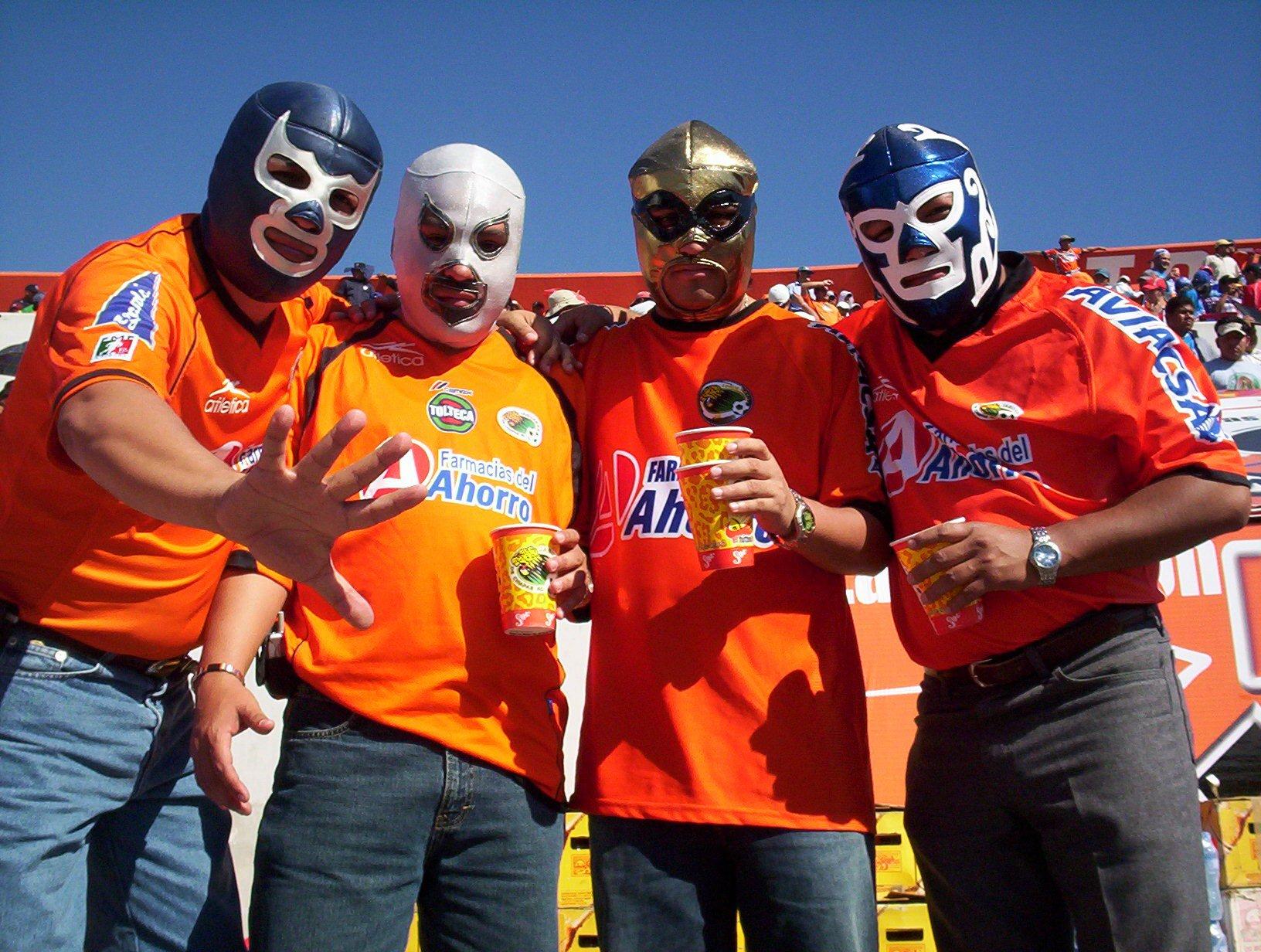Los aficionados mexicanos no podrán llevar sus máscaras a Rusia