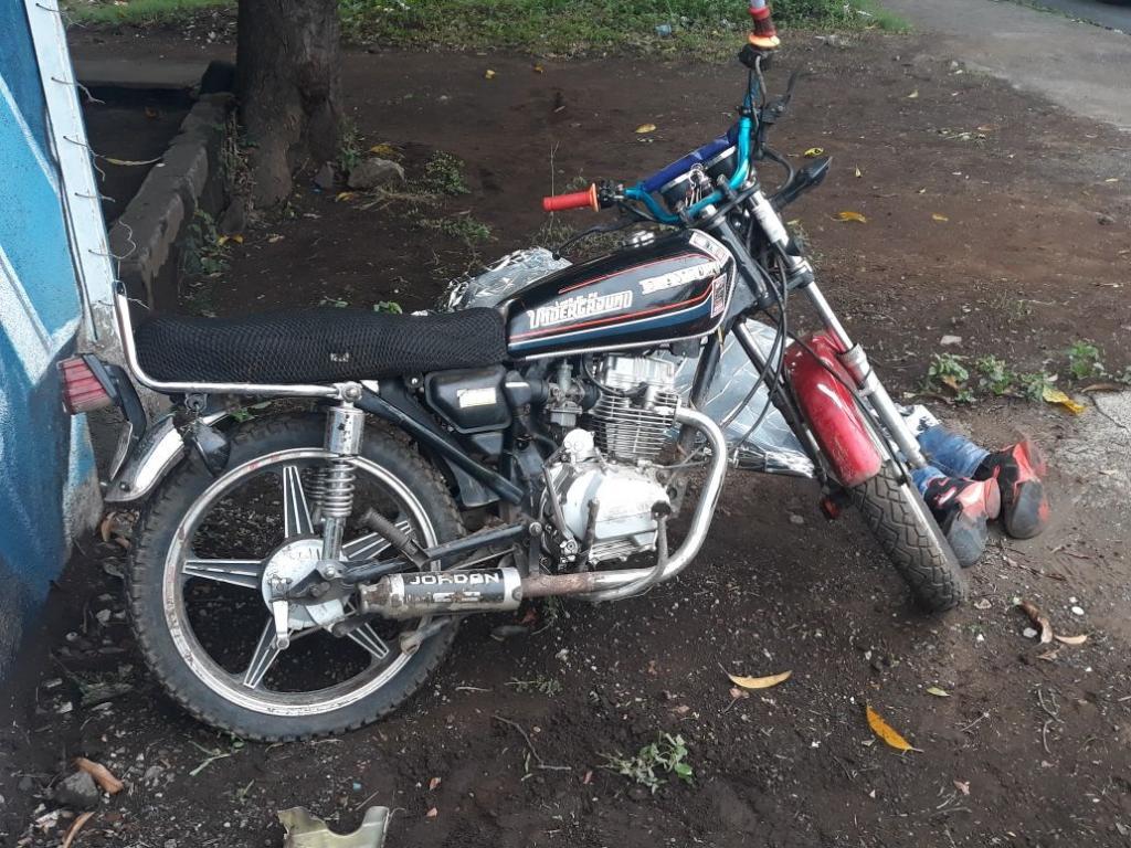 La moto que conducía el hoy occiso