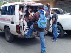 Una ambulancia del hospital Victoria Mota, de Jinotega, es secuestrada por vándalos de la Derecha